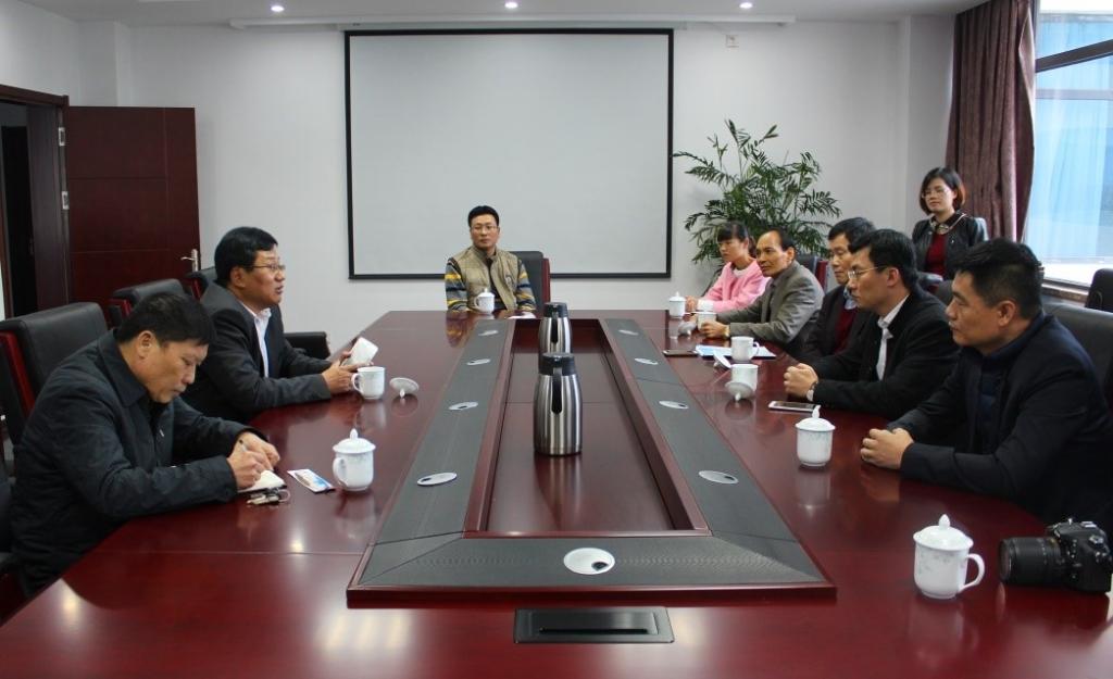 率县科技局局长杨长泰和县域企业家代表,莅临青岛海洋生物医药研究院